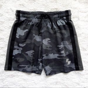 Boys' Athletic Shorts, black camo pattern, Size 4